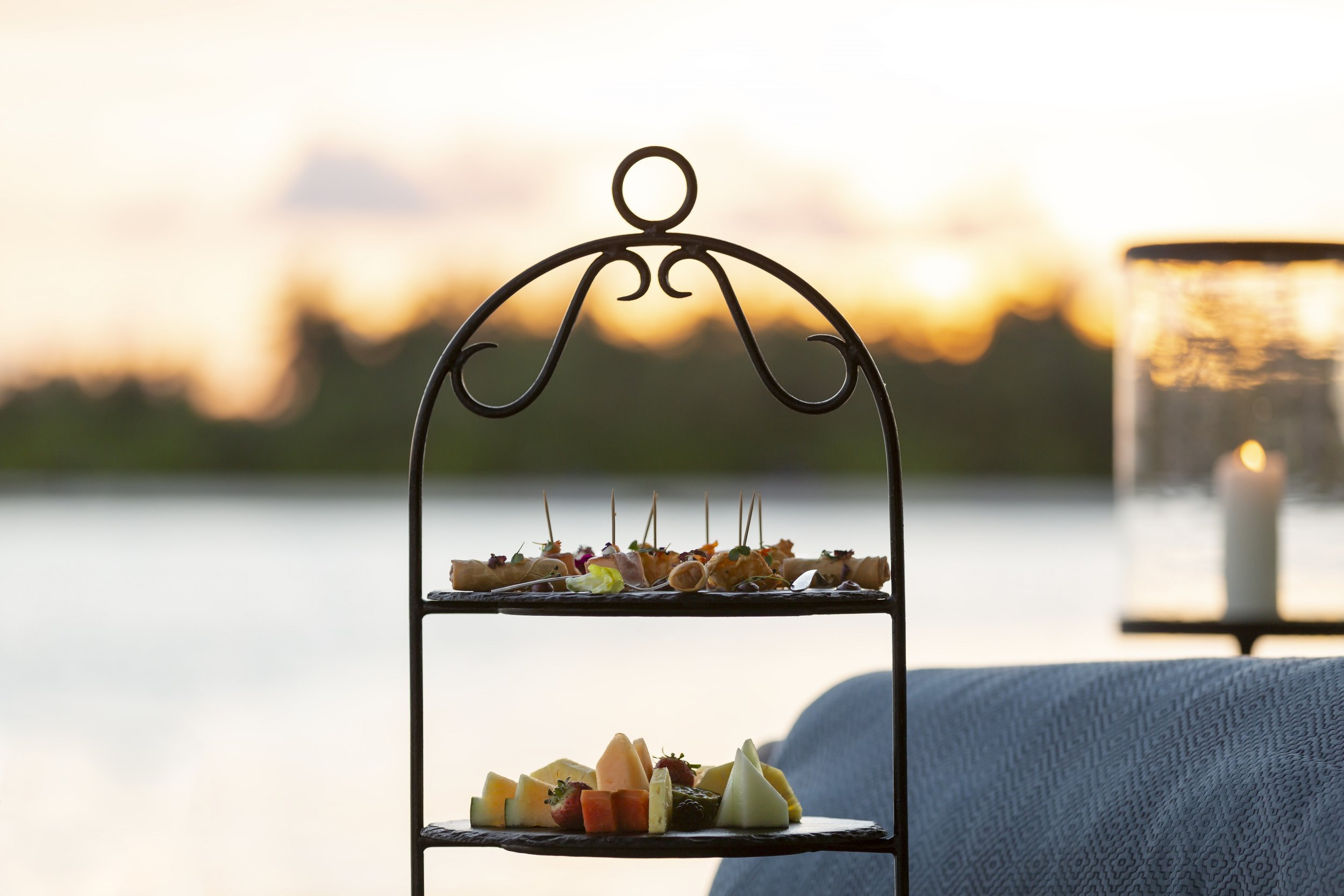 Naladhu_Private_Island_Sunset_Lounge_Canapees.jpg