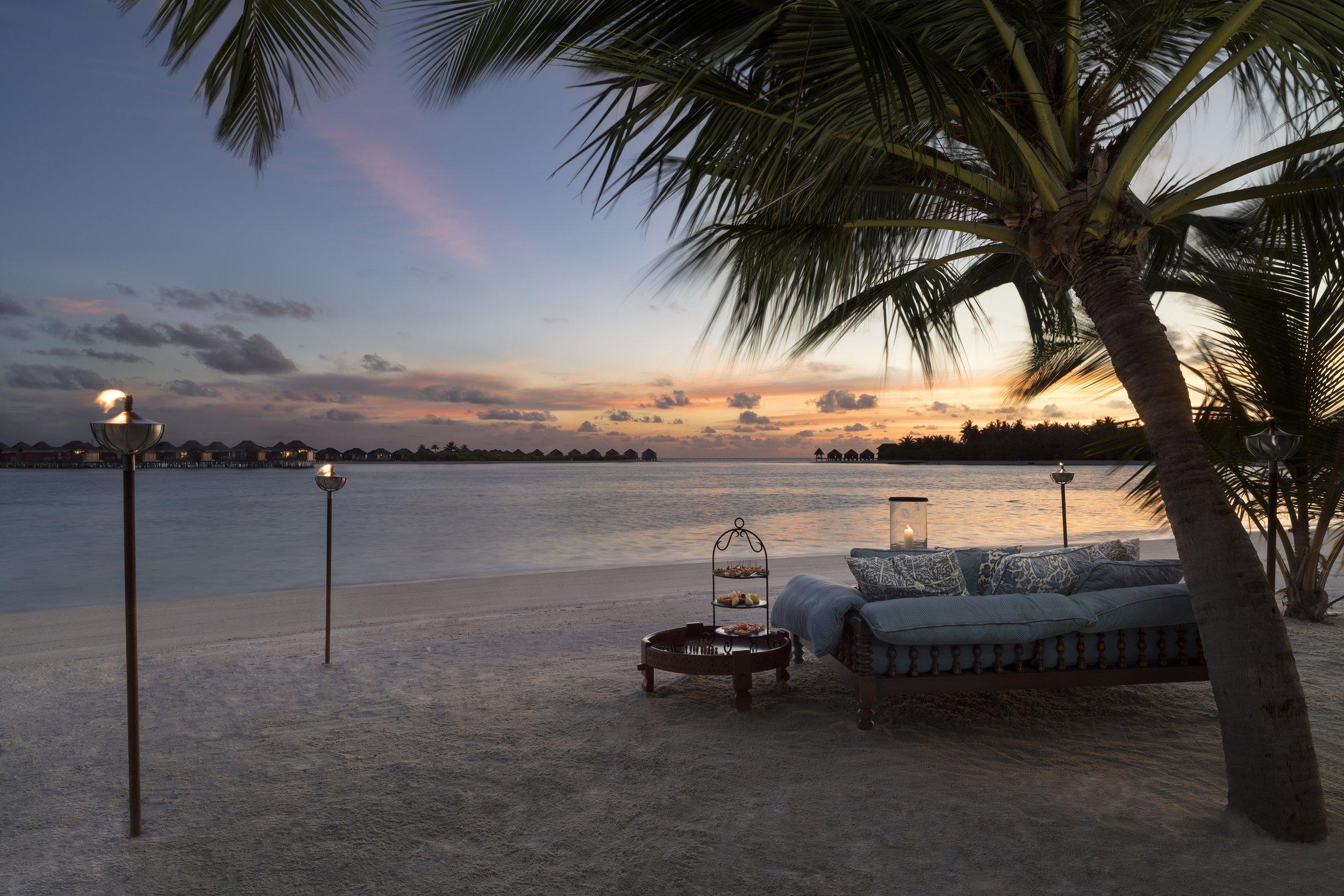 Naladhu_Private_Island_Sunset_Lounge.jpg