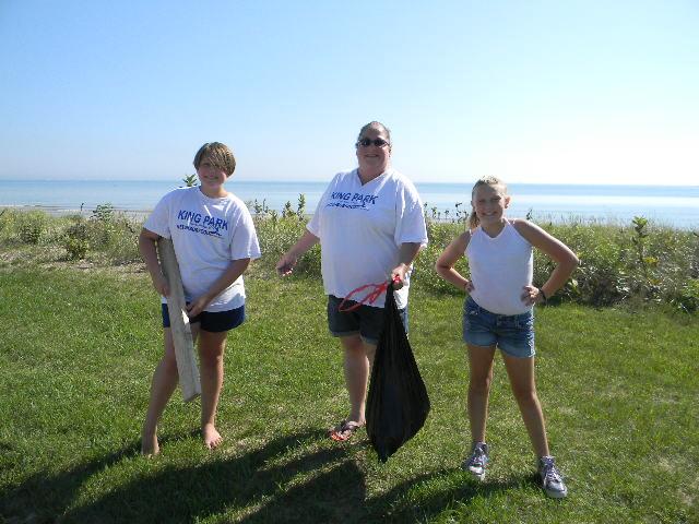 Volunteers at King Park spend the morning cleaning their amazing beach.