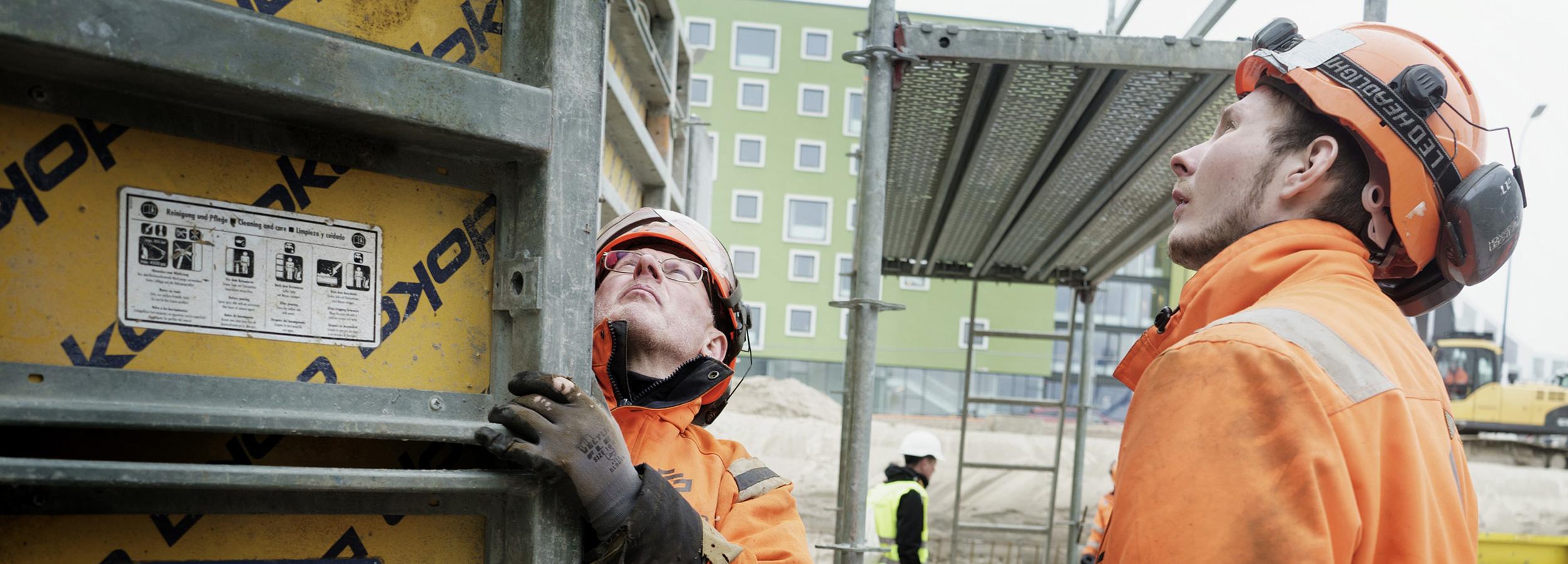 Foto: Under Hjelmene
