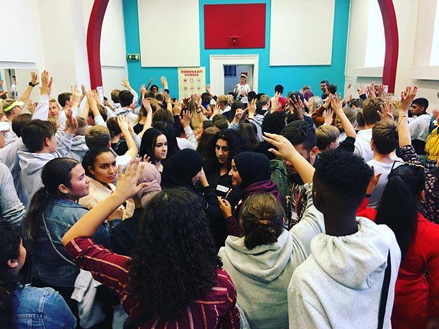 Today the @youthcityfuturelab19 trained their #curiousitymuscle 💪🏼 . . . #democracyfitness #demokratifitness  #drevetafdeltagelse