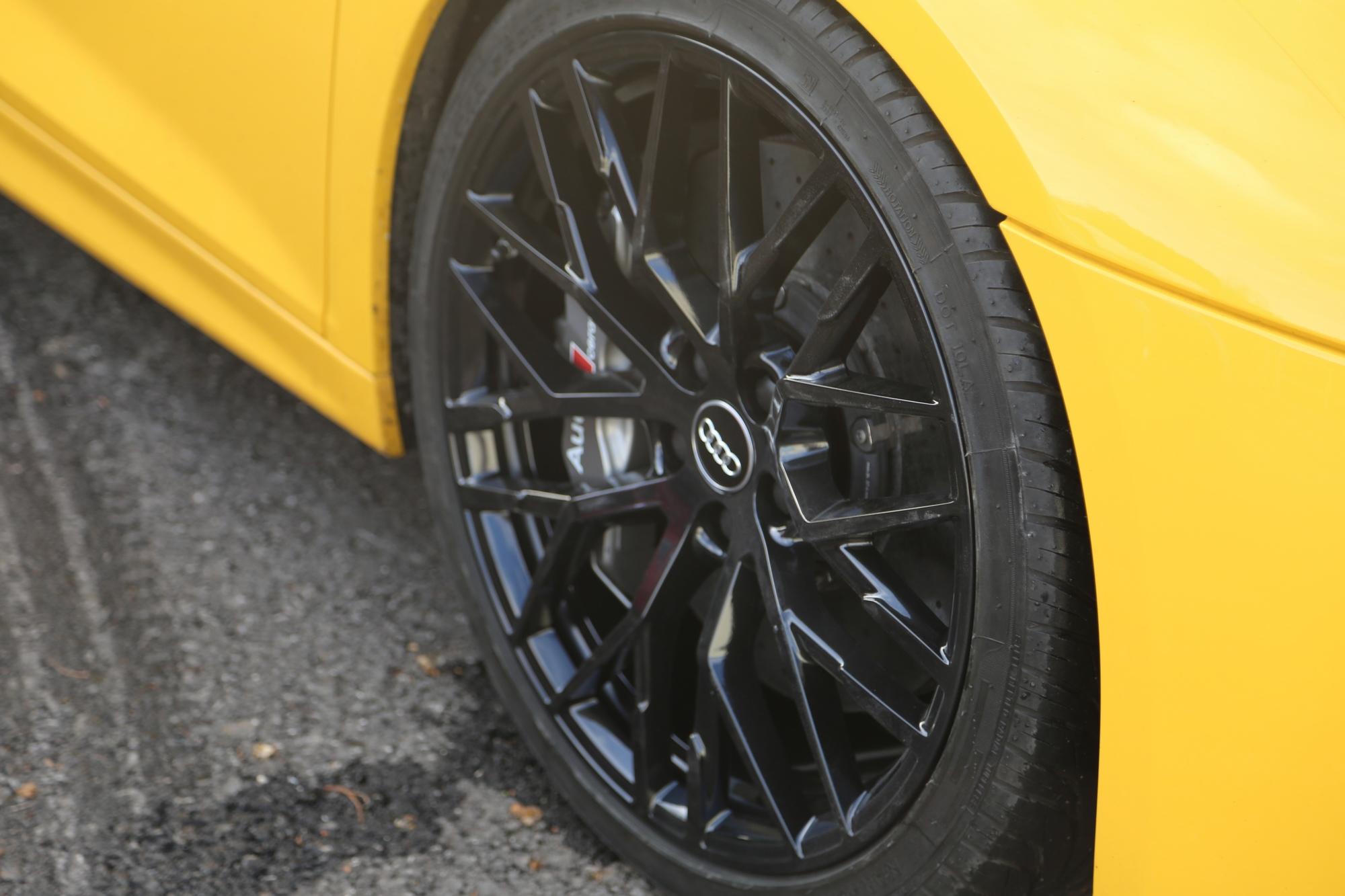 diamond-cut-huddersfield-audi-r8-black-wheels.jpg