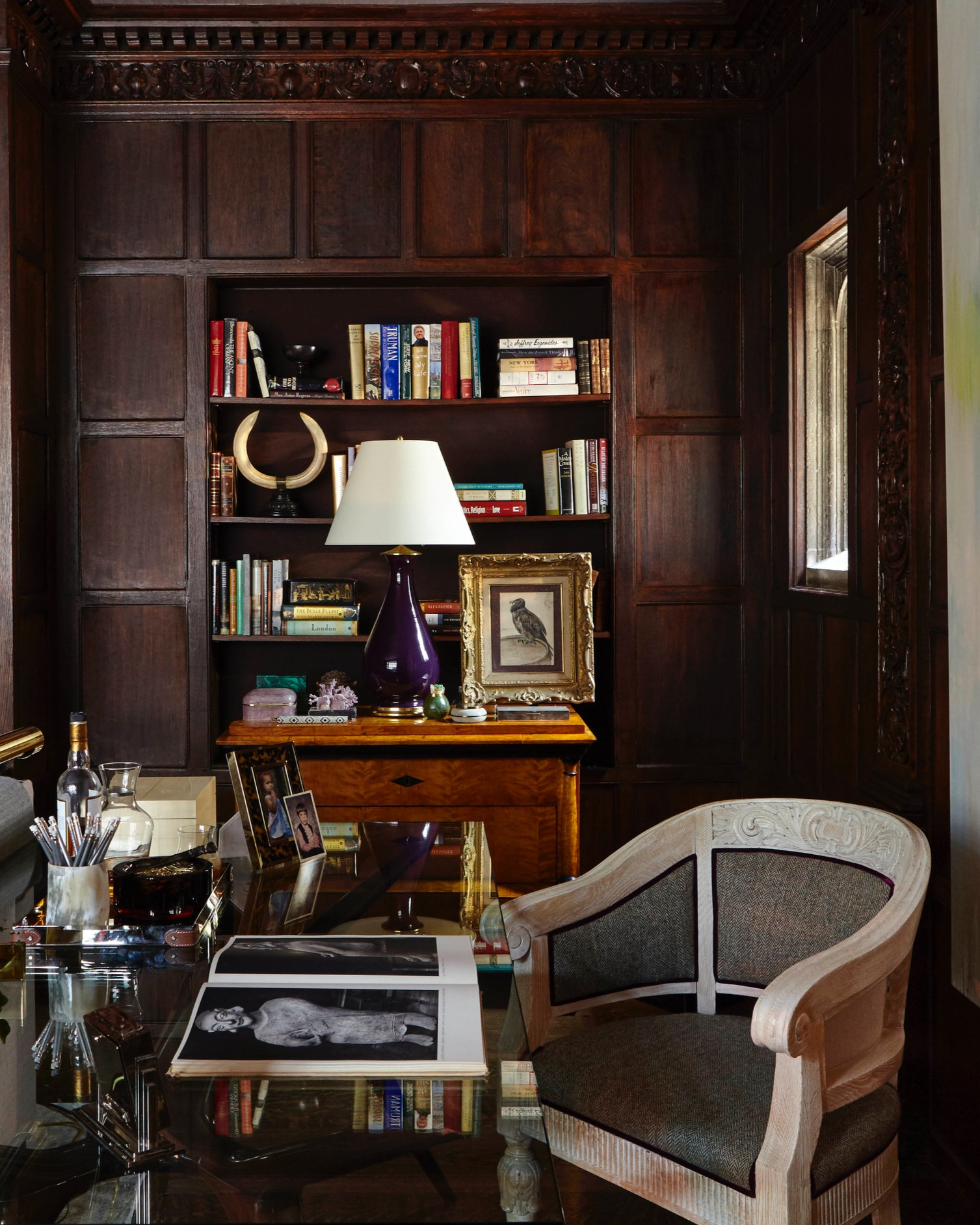For his study in this year's Holiday House in New York City, Passal juxtaposed a  mid-century  Italian  Carli D'Carlo  desk from Pascal Boyer with an early-20th-century Belgian chair from  Lee Calicchio , and a vintage  Casella  brass desk lamp from  Gustavo Olivieri  with a traditionally inspired lamp by Christopher Spitzmiller. Photo by Joshua McHugh