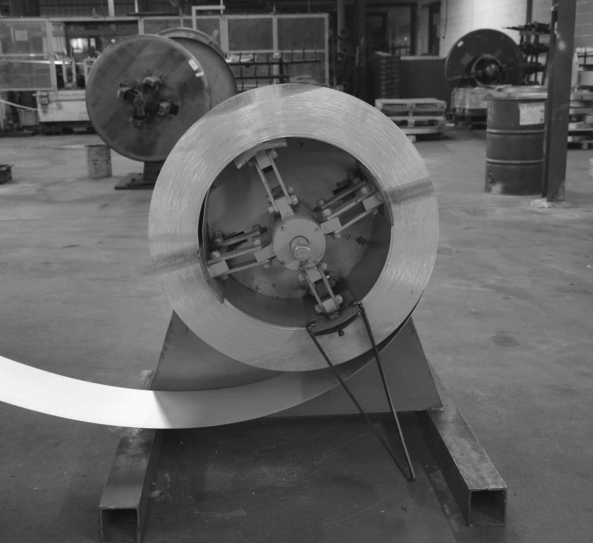 metal-coil-for-roll-forming-Unwinder.jpg