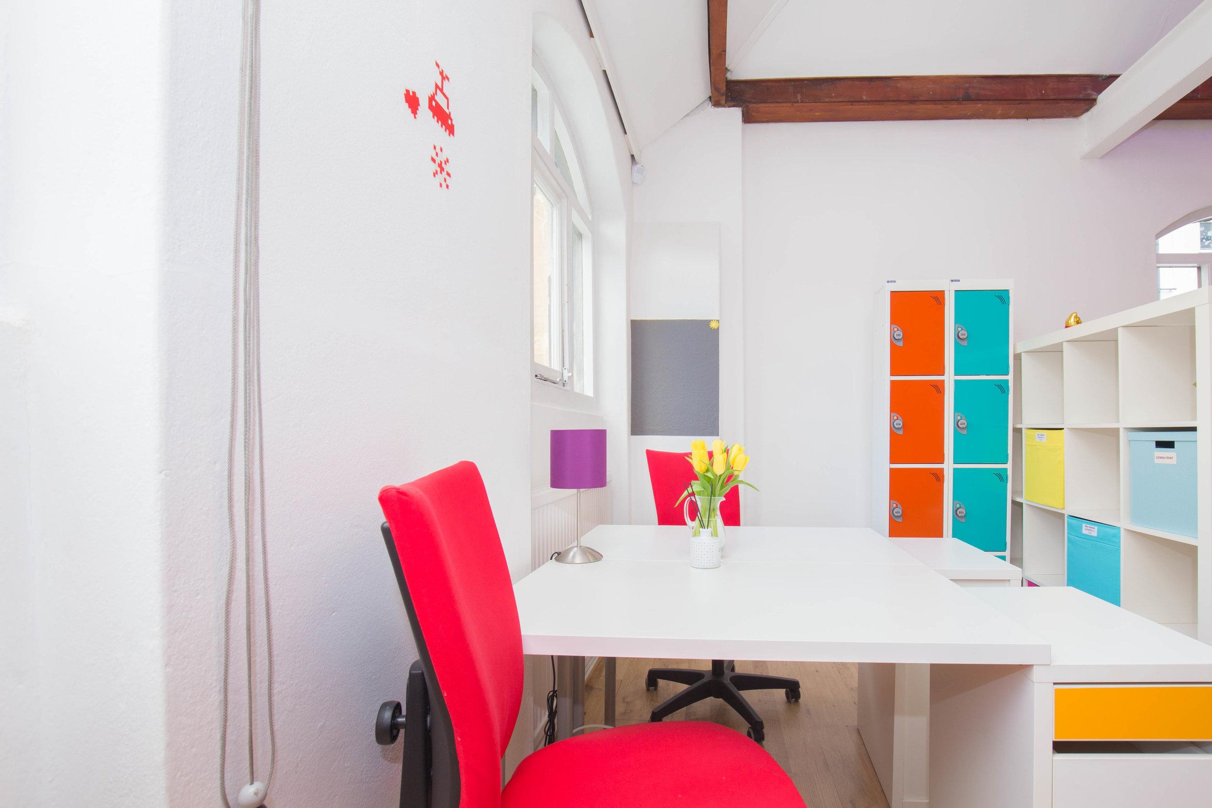 Rentadesk Central Upper Floor Desk Pair