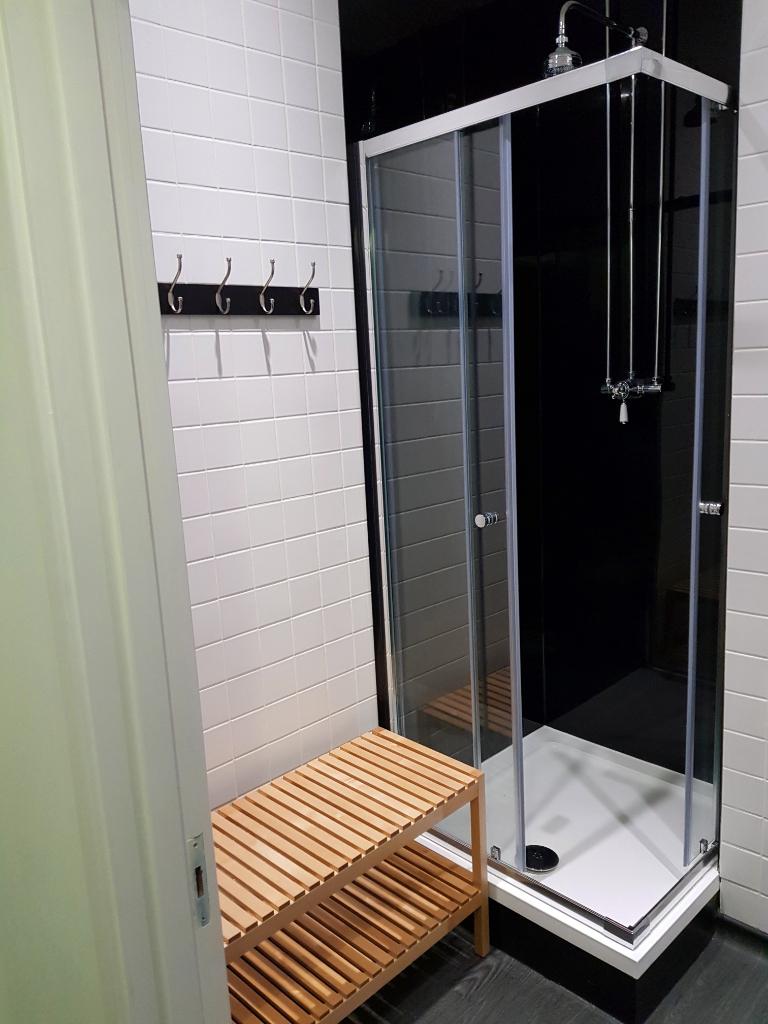 Rentadesk+West+Shower+Room.jpg