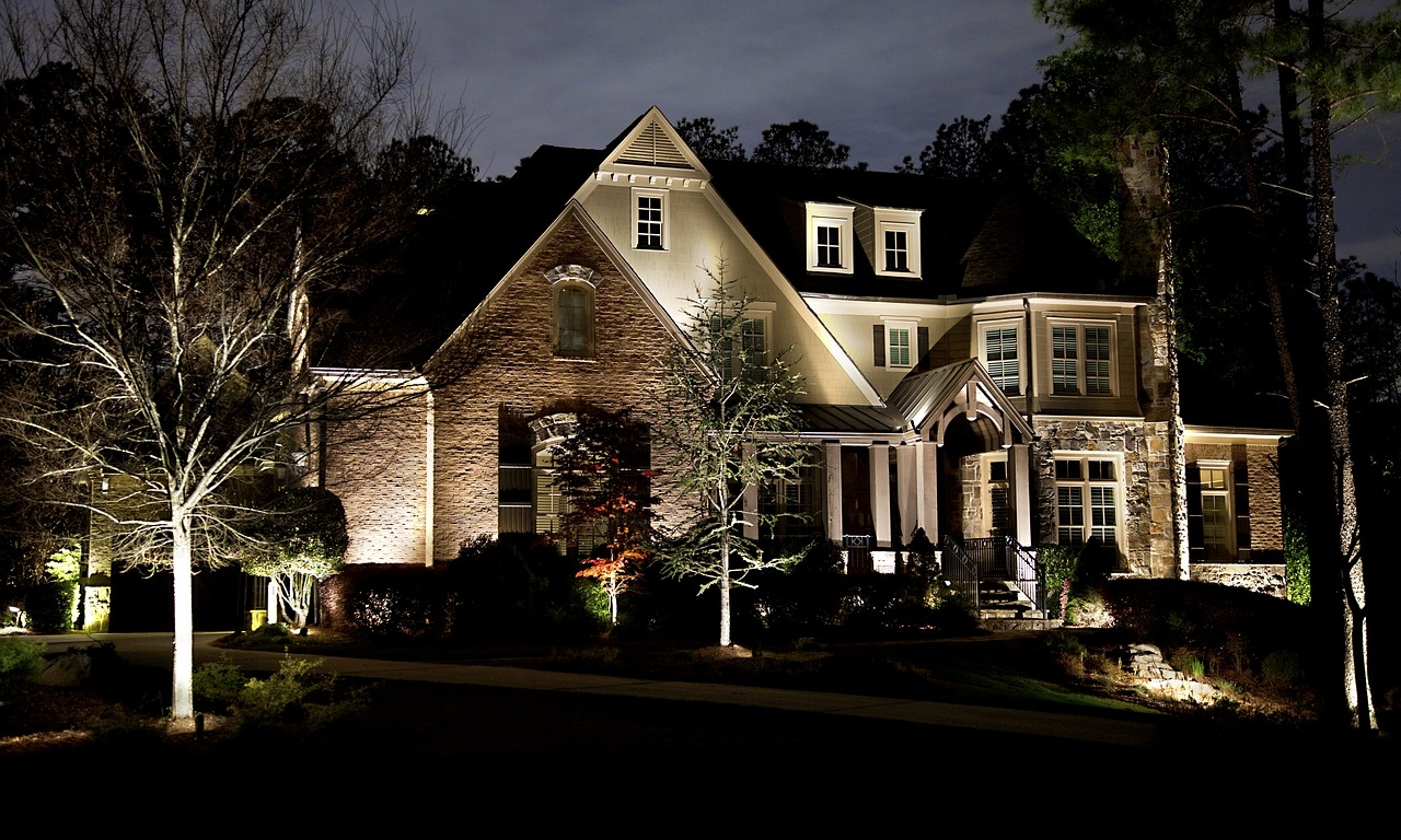 Landscape-Lighting-Lighting-House-Home-2354101.jpg