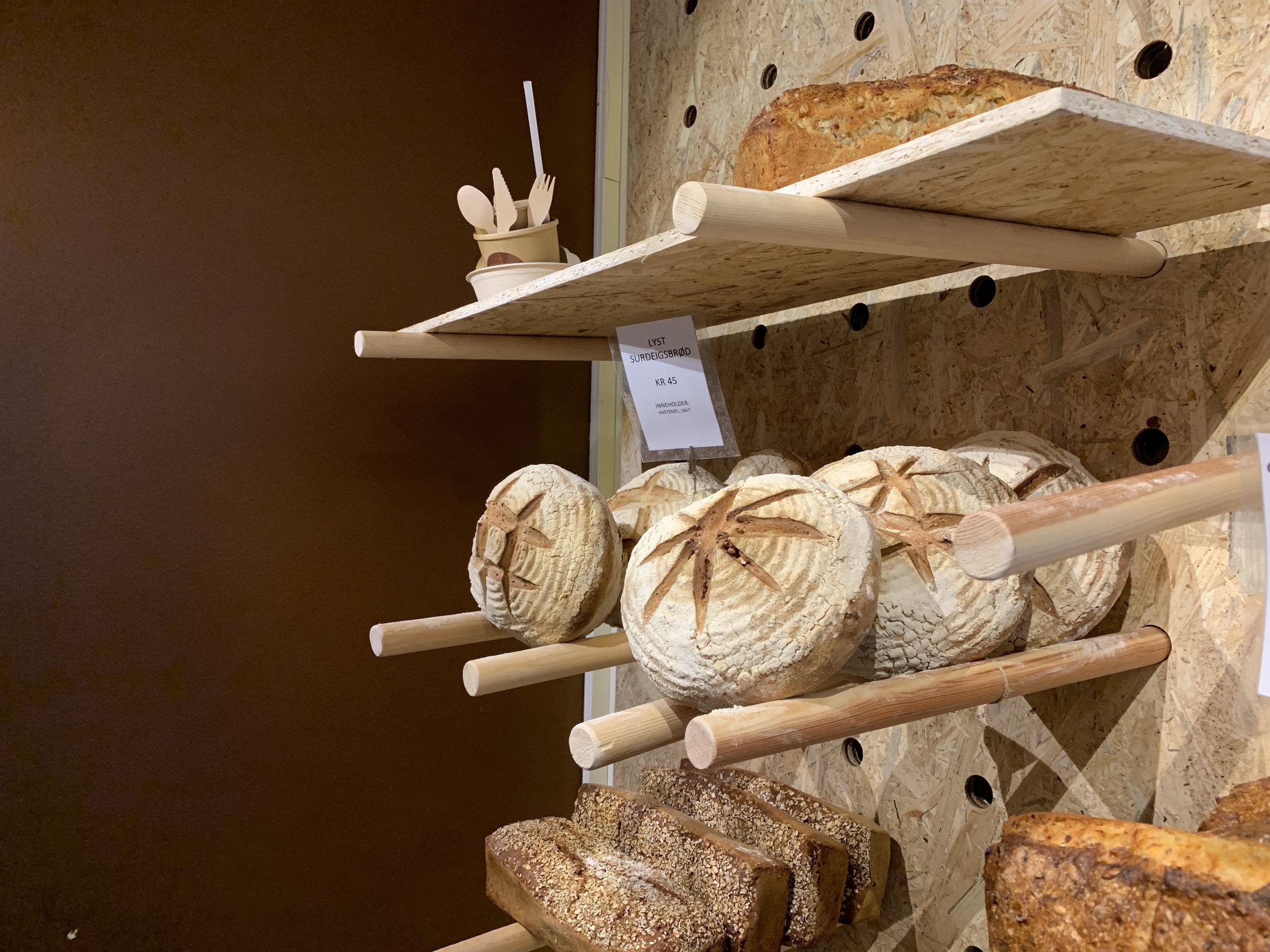 Levering av brød til bedrifter - Gi lunsjen et løft, spar tid og få levert deilige nysteke surdeigsbrød til din bedrift.