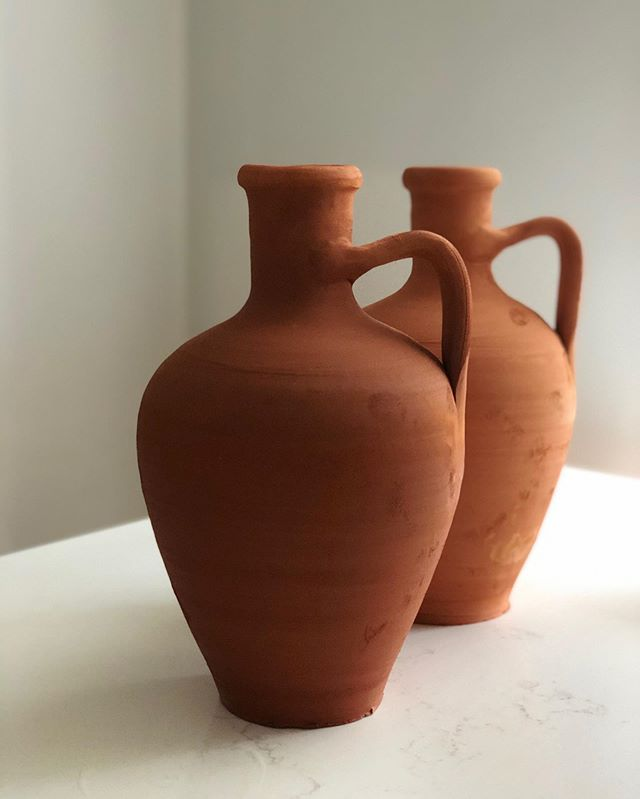 New in 💫 Moroccan clay water jug. #moroccanwaterjug #waterjug #clay #handmade #artisanal #studiominimale #home #kitchen #natural #nature #decor #clayjug