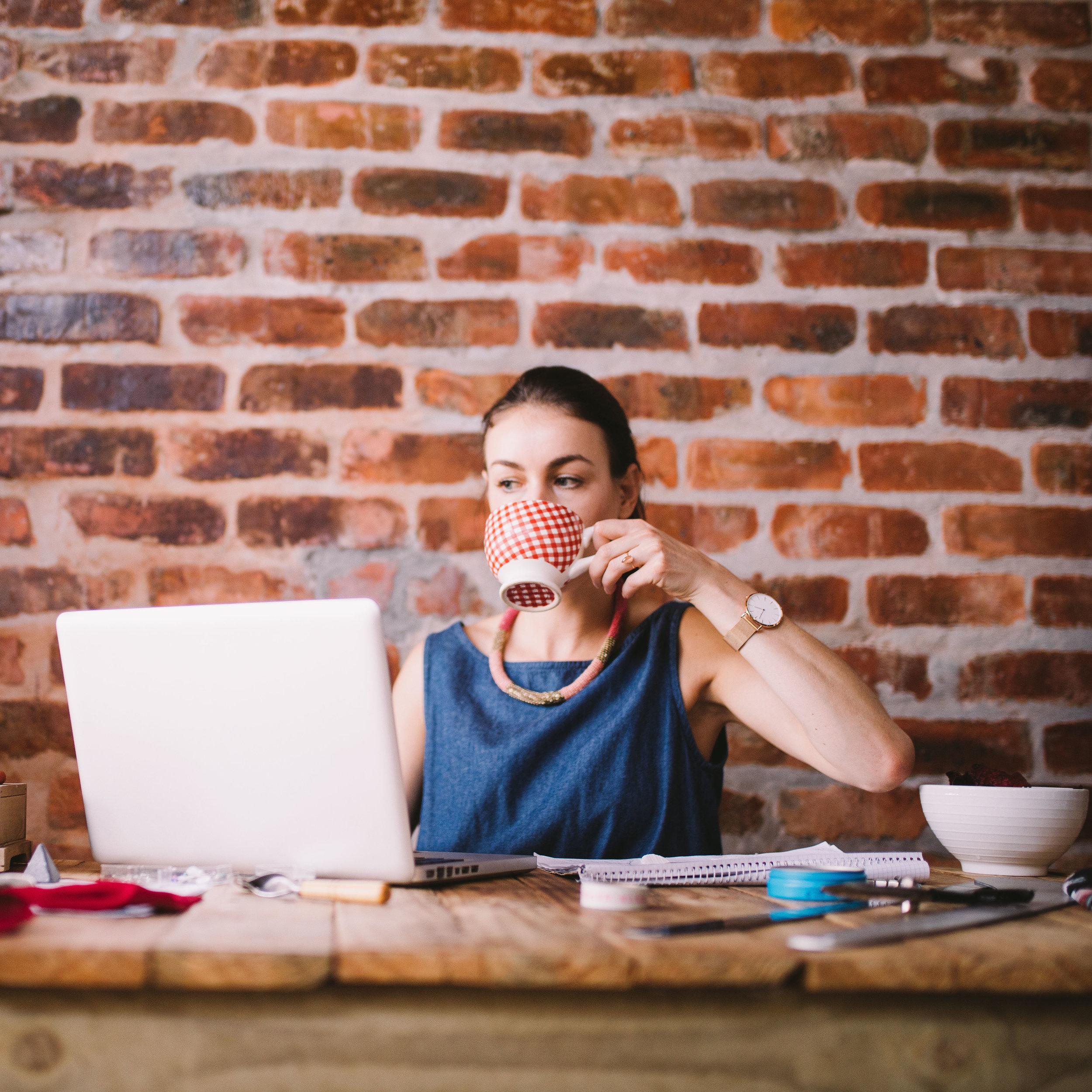 business-working-technology-coffee-office-businesswoman-laptop-drinking-notebook-business-woman_t20_Zz0mYY.jpg