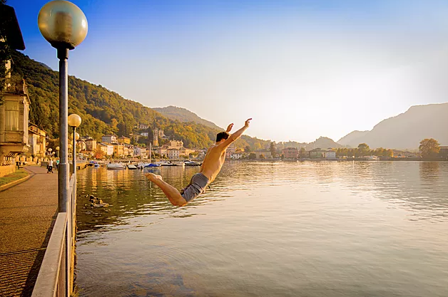 @wldkeith going for an evening dip in Lago di Lugano