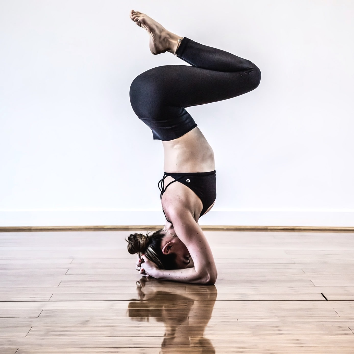 YOU PRACTICE EVERY DAY - It seems like you're doing everything right. You know the techniques to get into your arm balances and you're practicing it everyday. But it's not getting you anywhere - and even if there is progress, it's taking too much time. Sound familiar?Sadly, practicing that arm balance pose over and over again will not get you far. Getting your body