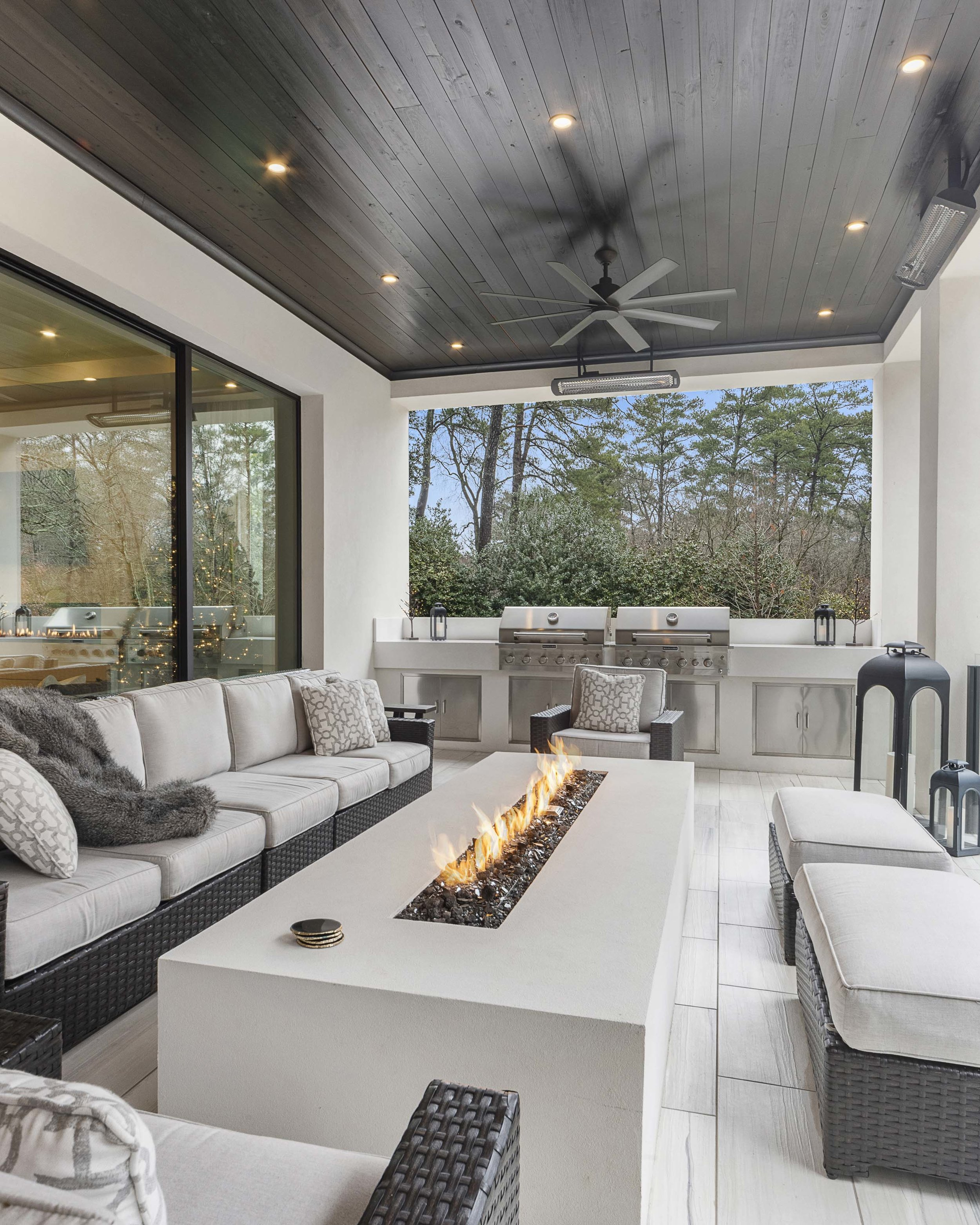 Habersham_outdoor room with built-in grill.jpg