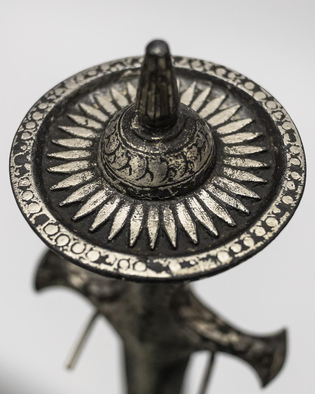 silver-tulwar-pommel.jpg