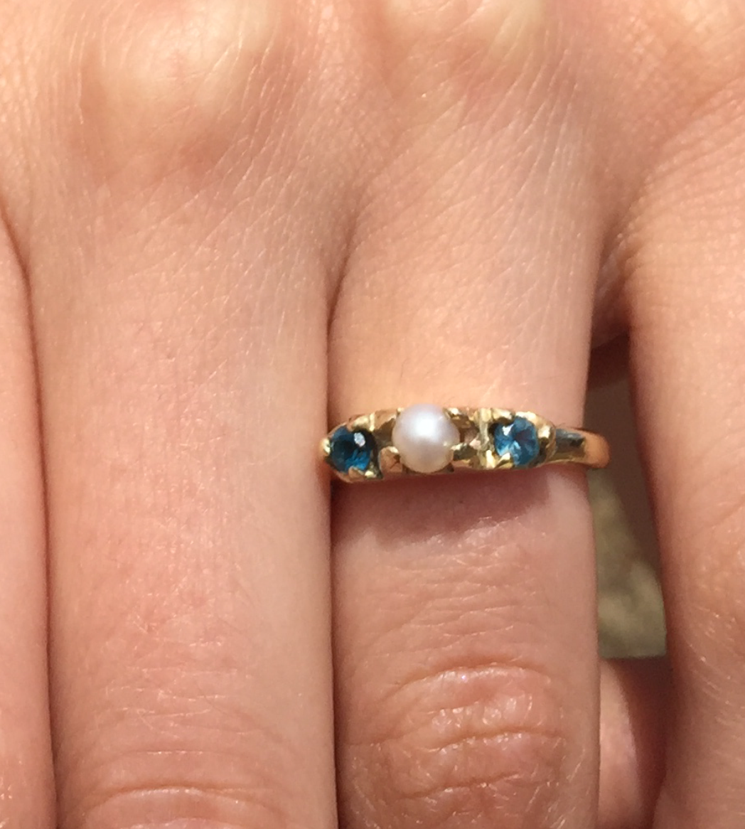 Sapphires and freshwater pearl set in 9ct gold