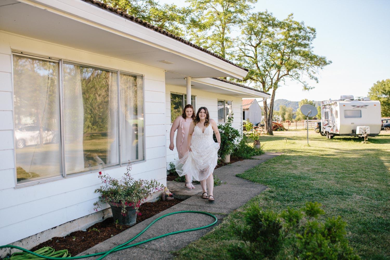 summer+oregon+wedding+openfield+farm-7.jpg
