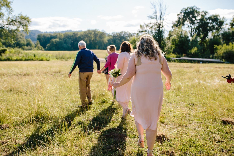 summer+oregon+wedding+openfield+farm-14.jpg