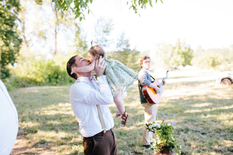summer+oregon+wedding+openfield+farm-19.jpg
