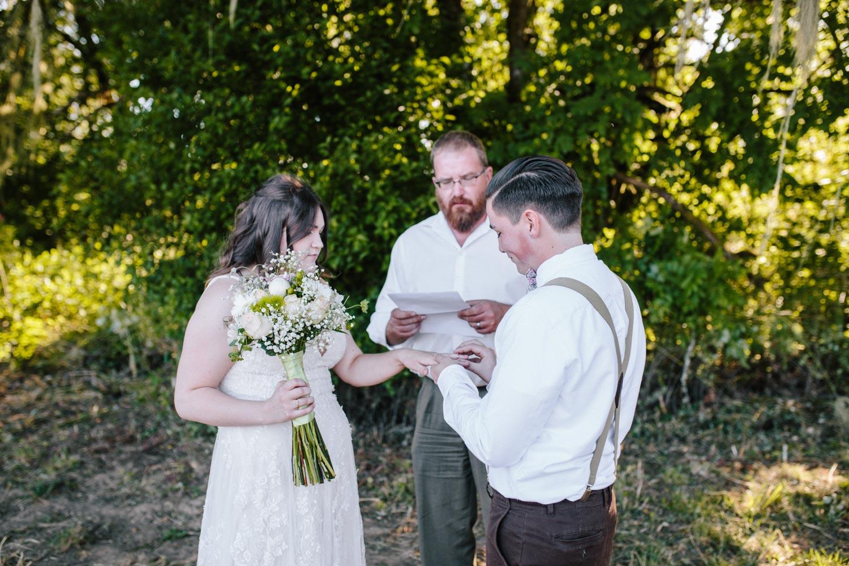 summer+oregon+wedding+openfield+farm-37.jpg