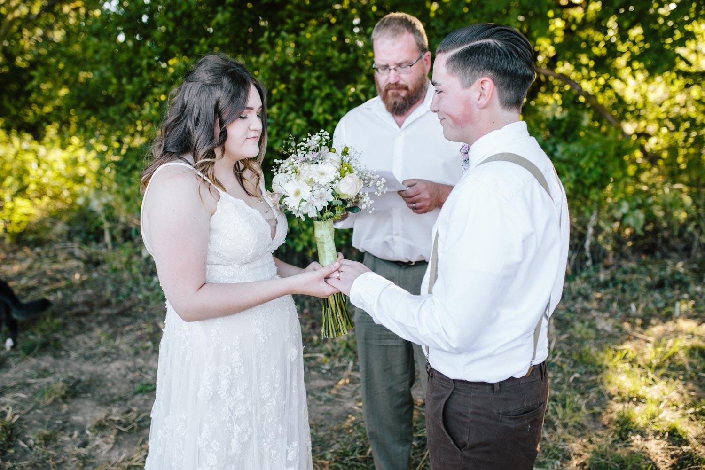 summer+oregon+wedding+openfield+farm-38.jpg