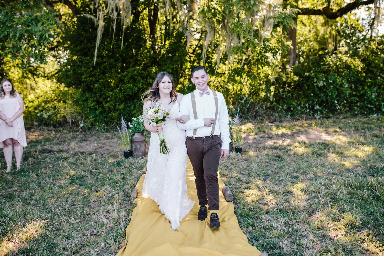 summer+oregon+wedding+openfield+farm-50.jpg