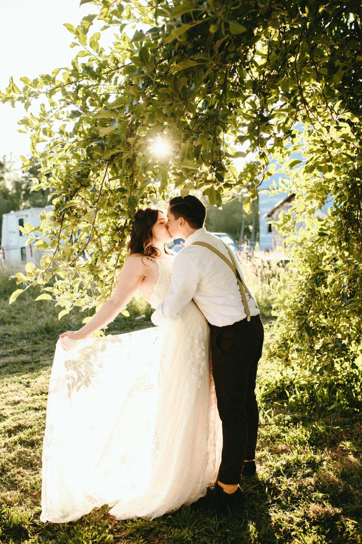 summer+oregon+wedding+openfield+farm-75.jpg