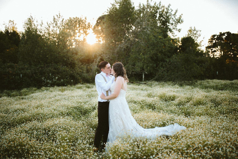 summer+oregon+wedding+openfield+farm-83.jpg