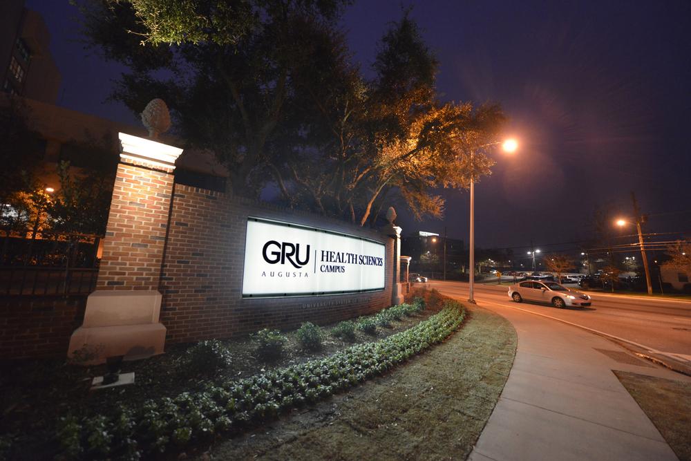 gru+sign.jpg