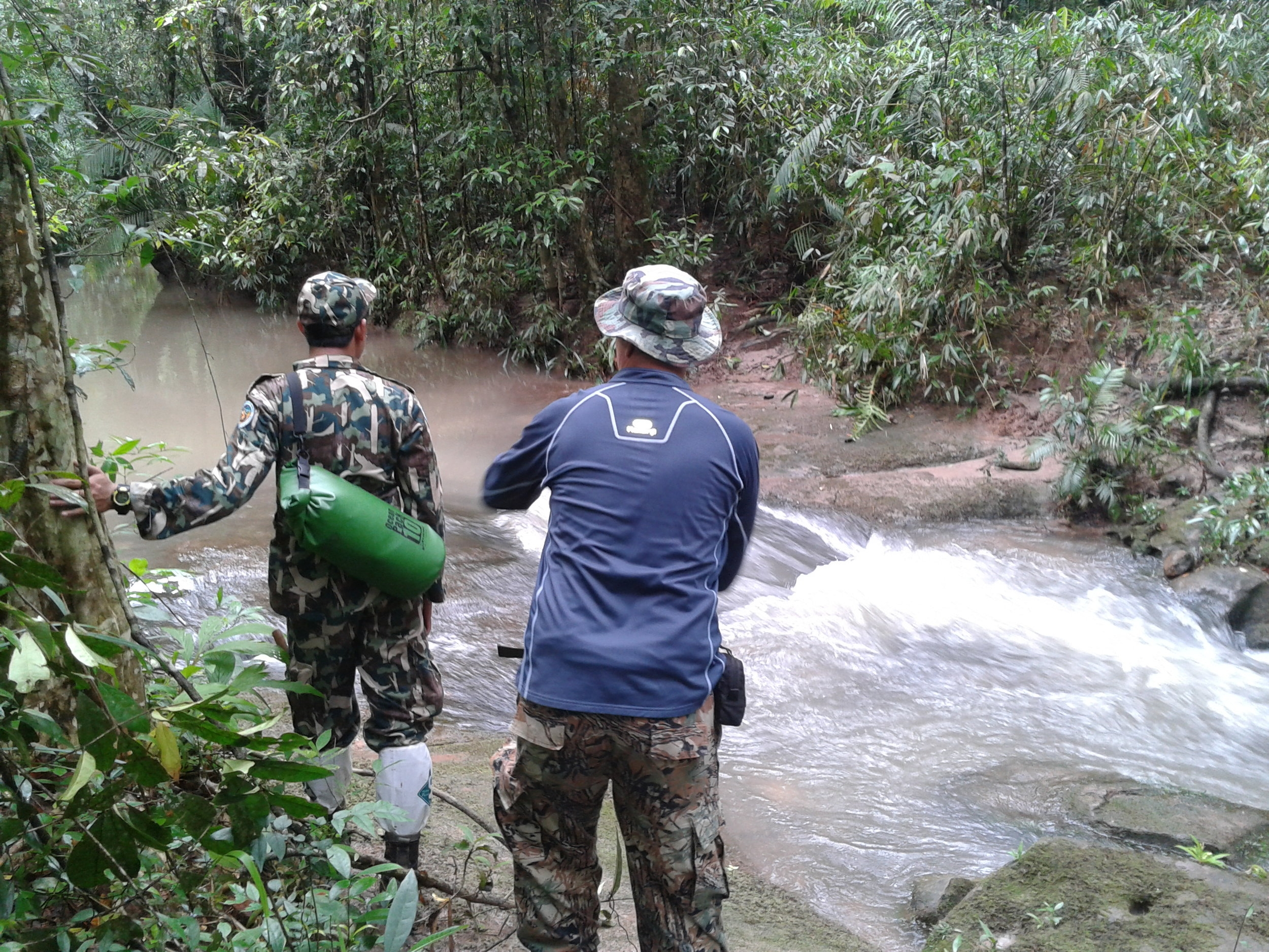 Surving Together team crossing the river path to obtain camera traps (Khao Yai National Park 3.09.14).