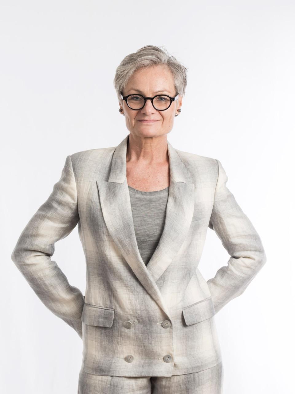 Parlando degli stereotipi con cui devono fare i conti le donne dopo gli anta, penso che qualcosa stia cambiando e sta cambiando perché stiamo facendo in modo che cambi, insistendo sulla nostra visibilità - Anita Irlen, consulente e autrice del blog Look for the Woman beyond Fashion
