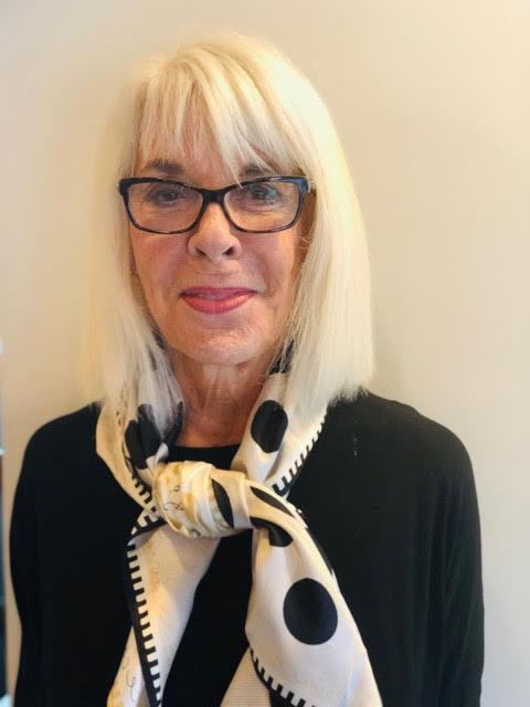 Vorrei vedere le donne anziane formare gruppi di sensibilizzazione simili a quelli che avevamo negli anni '70, per combattere lo stereotipo secondo il quale perdere l'aspetto giovanile riduce il nostro valore - Pat Taub, terapeuta famigliare, femminista e autrice del blog Women's Older Wisdom