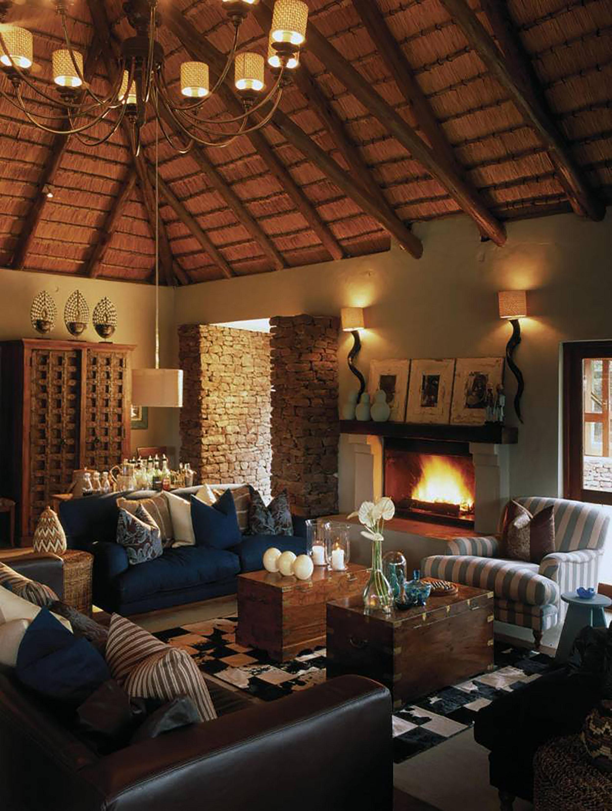 Phinda - Zuka - Sittingroom 1.jpg