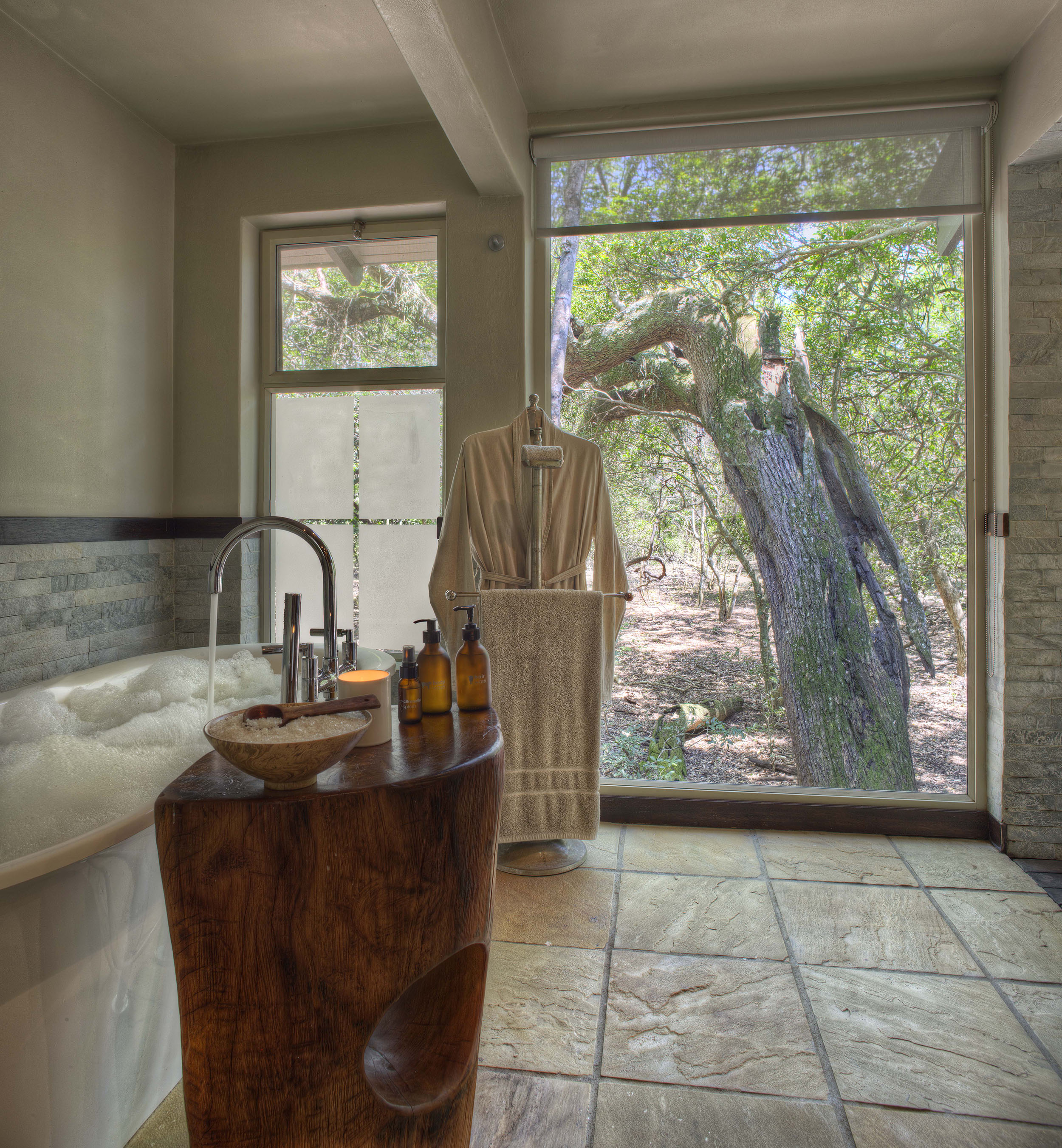 Phinda-Forest-Guest-bathroom.jpg