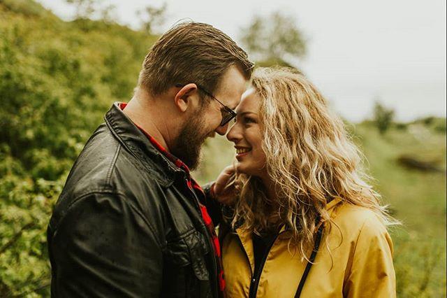 Tacy piękni i naturalni Urszula i Szymon 🌿 Po prostu uwielbiamy tą sesję ❤️ Możecie wyobrazić sobie, że te ciepłe szczęśliwe zdjęcia robiliśmy w +8 stopni i deszcz?! 😄  #bfwstories • • •  #bestfriendsweddings #firstandlasts #intothewildwedding #fotografweselny #fotografwarszawa #weddingphotographer #weddingphotographerpoland #laboda #hochzeit #naturalnafotografiaslubna #slubneinspiracje #pannamloda #slubnaglowie #slub2020 #wesele2019 #filmweselny #filmslubny #filmowiecslubny #filmslubnywarszawa #cinematicweddingfilm #niezleaparatyay