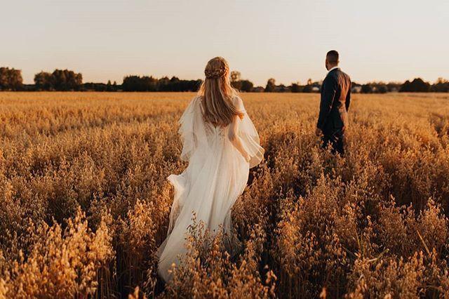 Po prostu nie mamy słów, same emocje 🌾🌾🌾#bfwstories • • •  #bestfriendsweddings #firstandlasts #intothewildwedding #fotografweselny #fotografwarszawa #weddingphotographer #weddingphotographerpoland #laboda #hochzeit #naturalnafotografiaslubna #slubneinspiracje #pannamloda #slubnaglowie #slub2020 #wesele2019 #filmweselny #filmslubny #filmowiecslubny #filmslubnywarszawa #cinematicweddingfilm #niezleaparaty