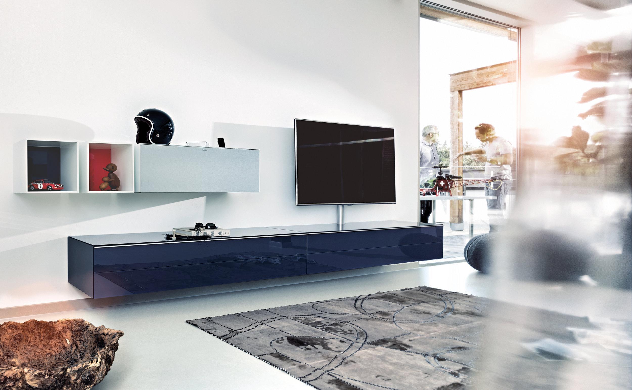 Spectral - Kann es gut gehen, wenn Ingenieure Möbel bauen? Und vor allem: Kann es gut aussehen? Zweimal ja. Seit über 20 Jahren arbeitet Spectral an der Verbindung von schönem Wohnen und unterhaltsamer Technik. Heute ist Spectral der Vorreiter von Smart furniture – elegante Möbel mit intelligenten Zusatzfunktionen.