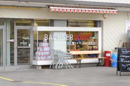 Abb. 2: Ladenfront des BachserMärts Albisrieden.