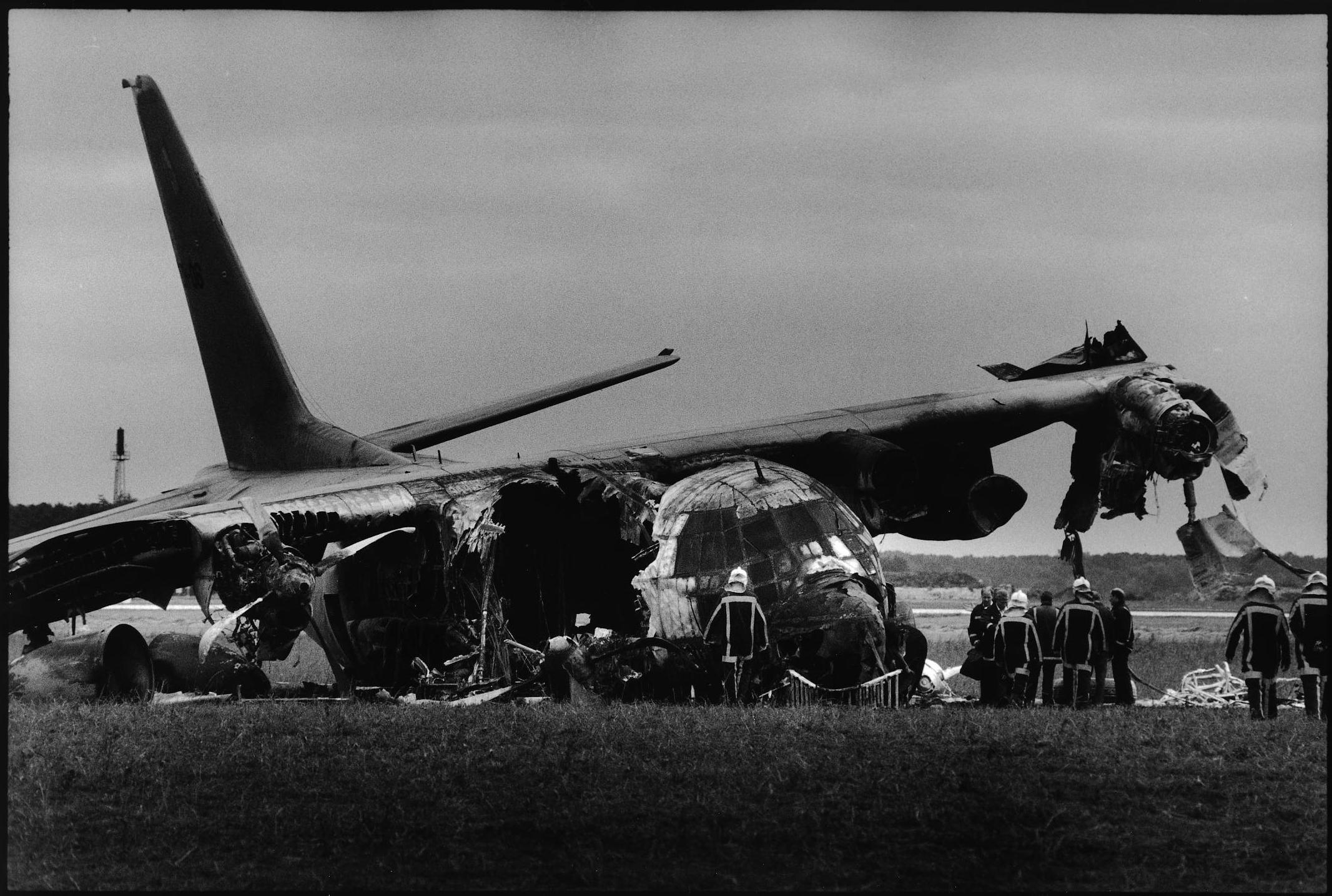 Crash Hercules op vliegbasis Eindhoven. (De Volkskrant, 1996)