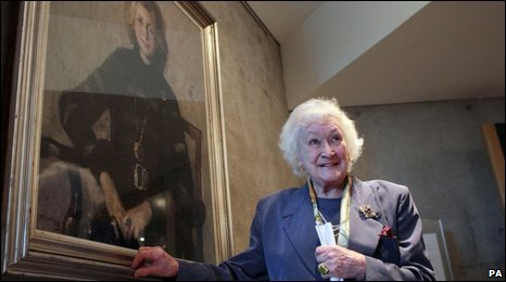 Winnie Ewing with her portrait, at The Scottish Parliament in 2009 (Photo Credit:  BBC Scotland ).