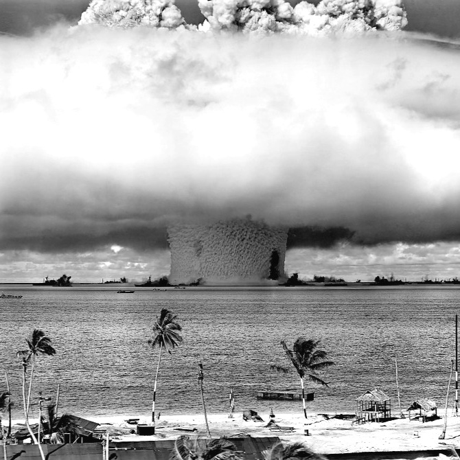 Nuclear+fission+of+the+atom+bomb.jpg