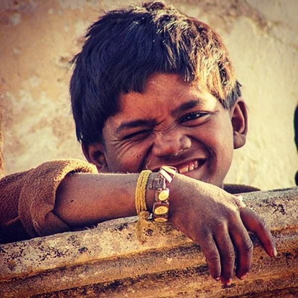 Child playing inside Mahabat Maqbara in Junagadh.  #inde #india #bandhan #bandhantravel #agencedevoyageeninde #agencedevoyagefrancophone #voyagesurmesure #voyageeninde  #tailormadetravel #travelphotography #travelindia #travelagency #indianculture  #junagadh #Gujarat #indianchildren #indiansmile