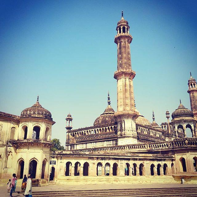 L'impressionnant « Bara Imambara » de Lucknow  Découvrez cette ville splendide avec Bandhan ! https://www.bandhan.fr/voyages-sur-mesure  #inde #india #bandhan #bandhantravel #agencedevoyageeninde #agencedevoyagefrancophone #voyagesurmesure #voyageeninde  #tailormadetravel #travelphotography #travelindia #travelagency #indianculture  #lucknow #baraimambara #architecture #indianarchitecture