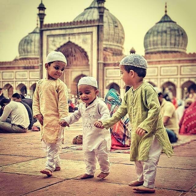 Happy kids at Jama Masjid in Delhi during Eid - Eid Mubarak!  From: @juned_khan_official_j7777  #inde #india #bandhan #bandhantravel #agencedevoyageeninde #agencedevoyagefrancophone #voyagesurmesure #voyageeninde  #tailormadetravel #travelphotography #travelindia #travelagency #indianculture  #delhi #jamamasjid #eid mubarak #eid
