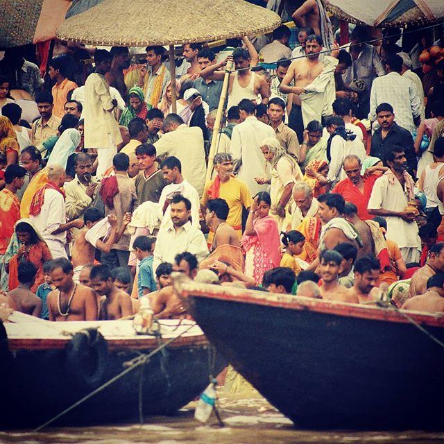 Varanasi ghat  #inde #india #bandhan #bandhantravel #agencedevoyageeninde #agencedevoyagefrancophone #voyagesurmesure #voyageeninde  #tailormadetravel #travelphotography #travelindia #travelagency #indianculture  #varanasi #ghat #banaras #benares #kashi #indiaisbeautiful