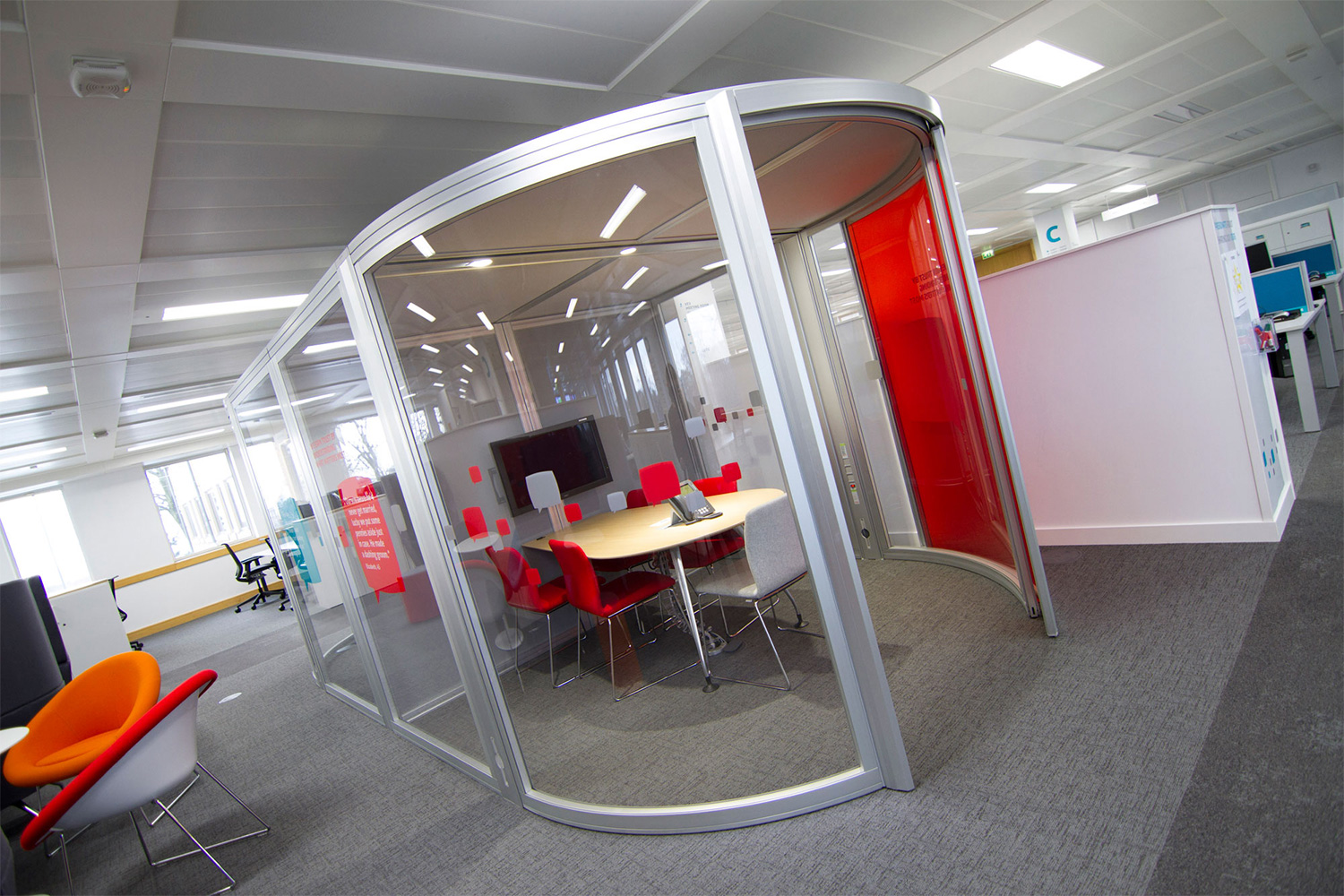Meeting pod with red glazing manifestation