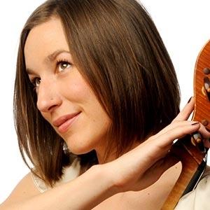 Julia MacLaine,cello -