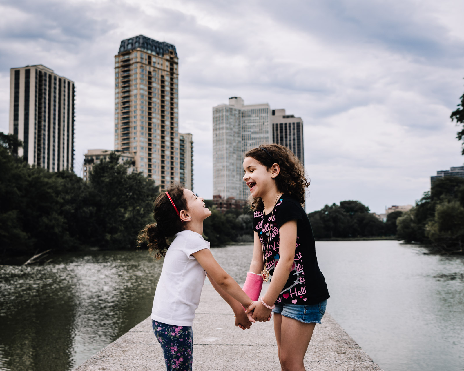 sisters holding hands in Chicago. Alicia Mayorca Photography | Chicago Couple + Maternity + Family Photographer.jpg