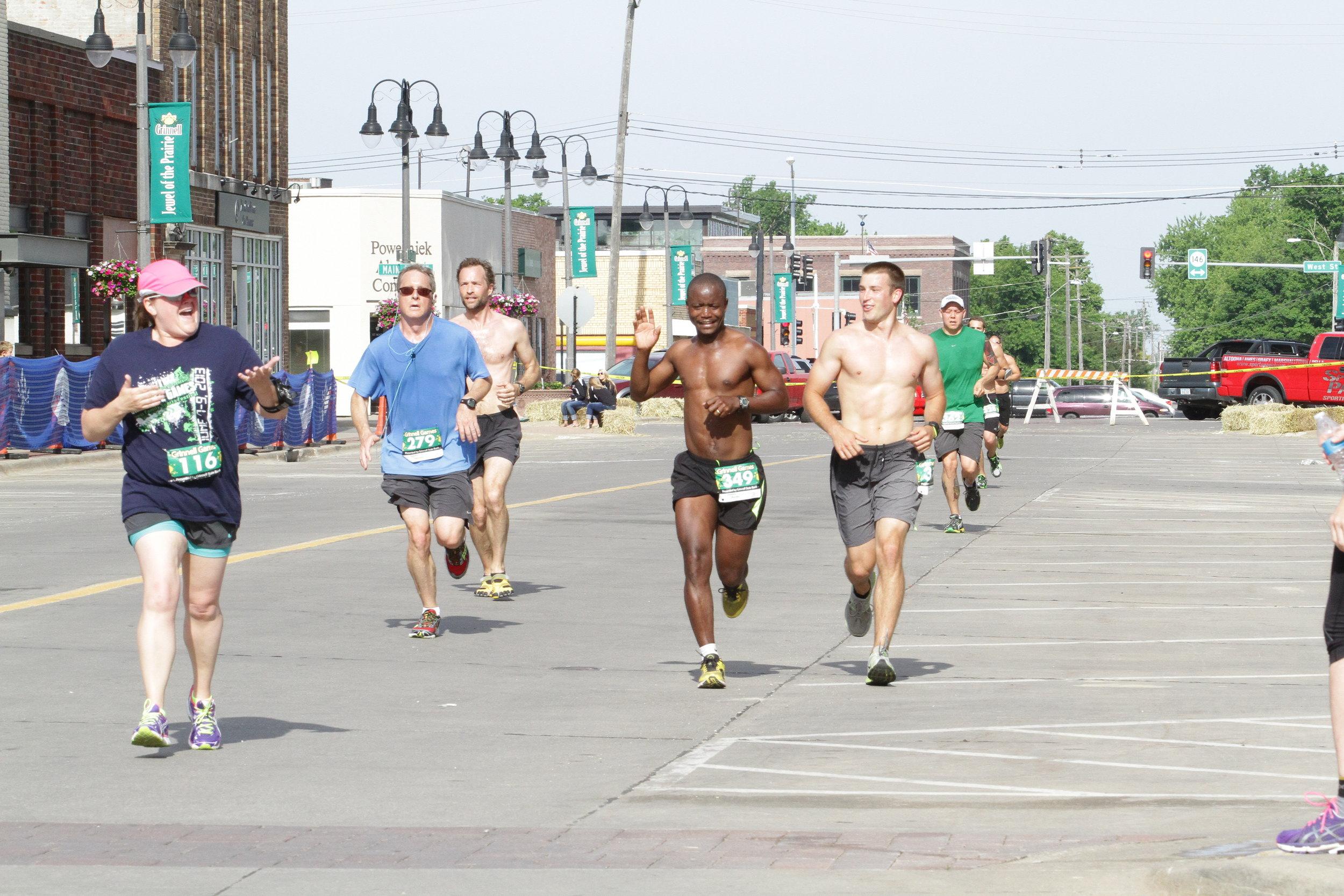 run 2014 group at finish.JPG