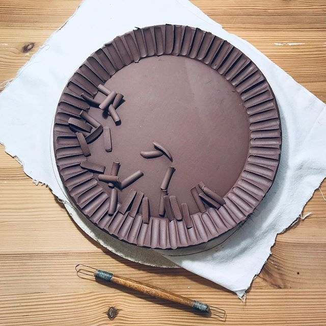 Custom plates in the making for @maranghuset 🍂 This chocolate brown clay will become sand colored after glazefiring. #handcarving #flutedrim #tableware #foodprops #foodphotoprops #photoprops #props #propstylist #tabletop #ceramicplate #ceramicplates #ceramics  #handmadeceramics  #ceramicsofinstagram #ceramiclife #ceramicdesign #ceramicart #ceramicglaze #ceramiclove #keramik #ceramicreview #loveceramic #hantverk #plates #loveceramic