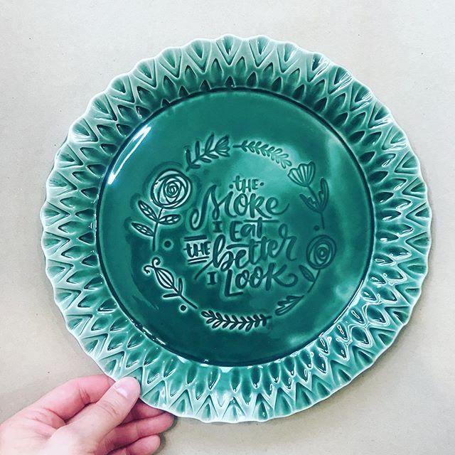 Fuck yeah #soulpancake  #potter #ceramicart #keramikfat #handmadeplate #themoreieat #handmade #makersgonnamake #handmadeceramic #handmadeinsweden #lifequote #creativelettering #handlettering #eatingquotes #greenplate #tableware #foodprops #foodphotoprops #myanthropologie #loveceramic #hyggelife #cuteplate